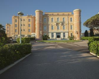 Langley Resort Napoléon Bonaparte - L'Île-Rousse - Rakennus