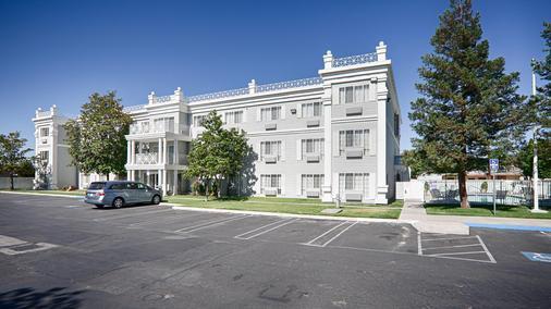 Best Western Executive Inn - Los Banos - Building