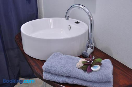 Baobab Beach Resort and Backpackers - Vilanculos - Bathroom