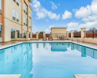 La Quinta Inn & Suites by Wyndham Luling - Luling - Bazén