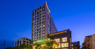 Muong Thanh Luxury Nhat Le Hotel - Донгхой