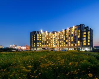 Brown Suites Jeju Hotel & Resort - Согвипхо - Здание