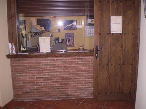 Balcon De Los Montes - Málaga - Front desk