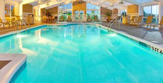 Holiday Inn Hotel & Suites Memphis - Wolfchase Galleria, An IHG Hotel - Memphis - Pileta