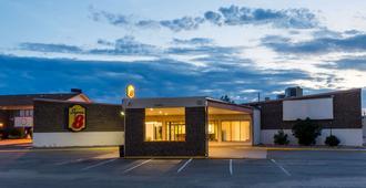 Super 8 by Wyndham Sterling CO - Sterling - Gebäude