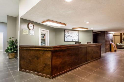 Super 8 by Wyndham Sterling CO - Sterling - Lobby
