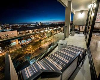 Foundre Phoenix - Phoenix - Balcony