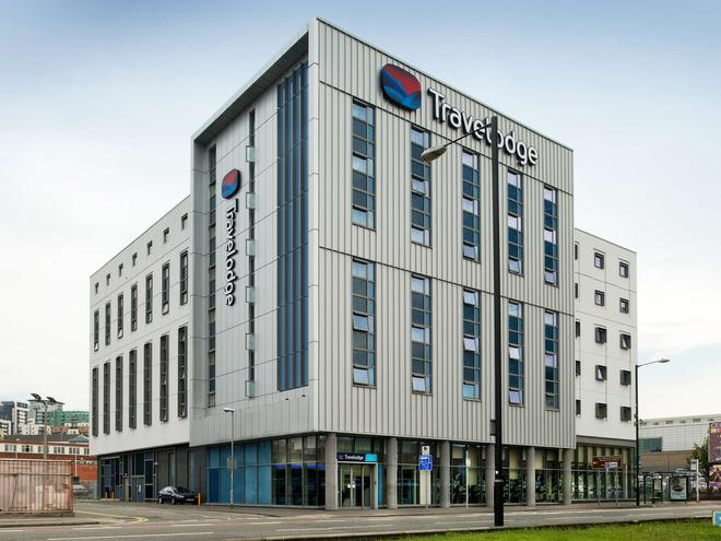 Travelodge Manchester Central Arena - Manchester - Building