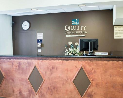 Quality Inn & Suites - St. Augustine - Front desk
