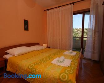 Apartments and rooms by the sea Jakisnica, Pag - 4160 - Lun - Bedroom