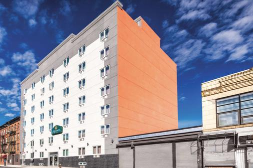 La Quinta Inn & Suites by Wyndham Brooklyn Central - Brooklyn - Toà nhà