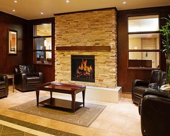 Holiday Inn Hotel & Suites Lloydminster, An IHG Hotel - Lloydminster - Лоббі