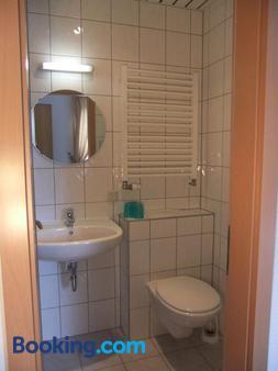 Zur Edlen Krone - Neuhausen - Bathroom
