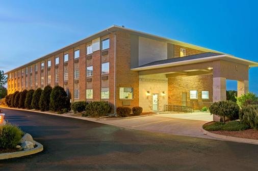 Super 8 by Wyndham Gurnee - Gurnee - Building