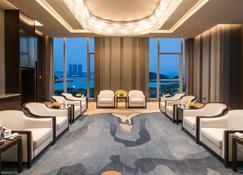 Hualuxe Xiamen Haicang, An Ihg Hotel - Xiamen - Lounge