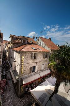 Villa Carrara - Trogir - Toà nhà