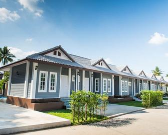 Baan Suan Resort Juree Punsuk - Suphan Buri - Building