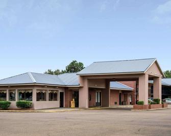 Rodeway Inn - Greenwood - Building