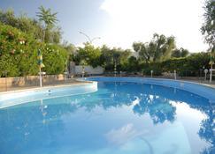 Hotel Apeneste - Mattinata - Pool