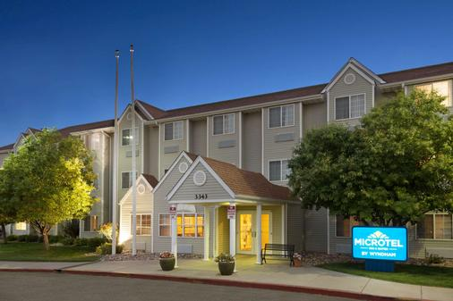 Microtel Inn & Suites by Wyndham Pueblo - Pueblo - Building