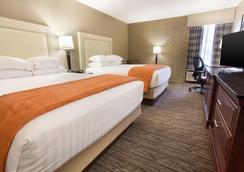 Drury Inn & Suites Greensboro - Greensboro - Κρεβατοκάμαρα