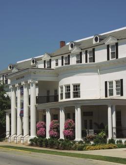 Historic Boone Tavern Hotel and Restaurant - Berea - Building