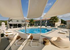 Ξενοδοχείο Αριστοτέλης - Κασσάνδρεια - Πισίνα