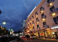 Hotel Anugerah Palembang - Palembang - Building