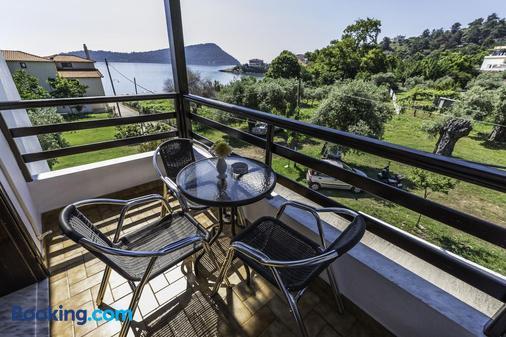 Hotel Sylvia - Kinira - Balcony