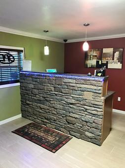 Budget Inn - Sedalia - Front desk
