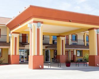 Sands Inn & Kitchen Suites - Woodward - Building