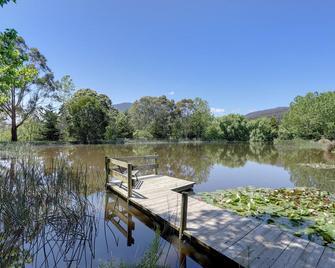 Sanctuary Park Cottages - Healesville - Outdoors view
