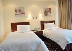Cassells Al Barsha Hotel - Dubai - Bedroom