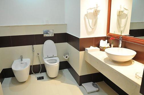 Cassells Al Barsha Hotel - Dubai - Bathroom