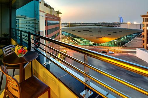 Cassells Al Barsha Hotel - Dubai - Parveke