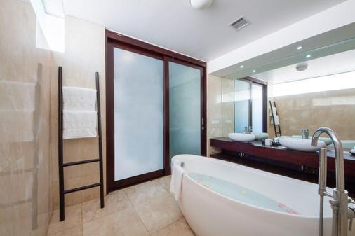 Montigo Resorts Seminyak - Kuta - Kylpyhuone