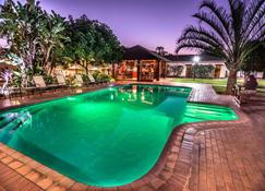The George Hotel - Manzini - Piscina
