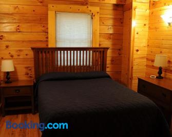 The Cabins at Pine Haven - Beckley - Beaver - Bedroom