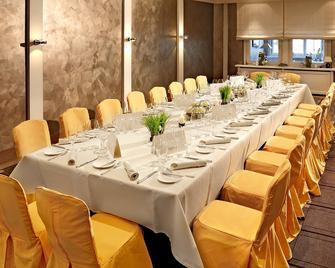 Hotel Goldene Traube - Coburg - Banquet hall