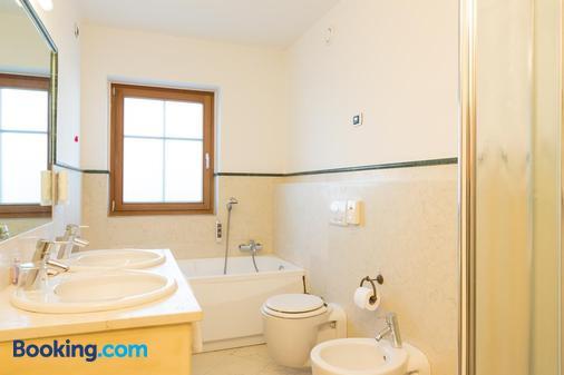 Hotel Touring Livigno - Livigno - Bathroom
