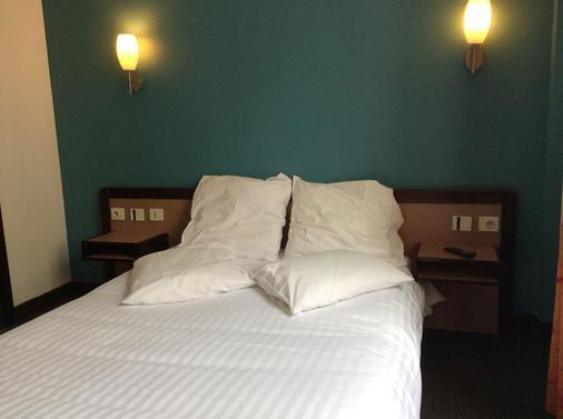 Hotel De La Place - Malakoff - Bedroom