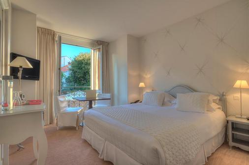 Hotel Renoir - Cannes - Bedroom
