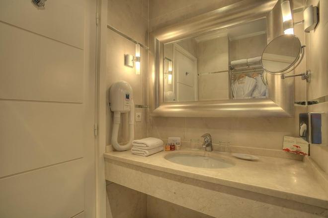 Hotel Renoir - Cannes - Bathroom