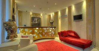 Hotel Renoir - Cannes - Recepción