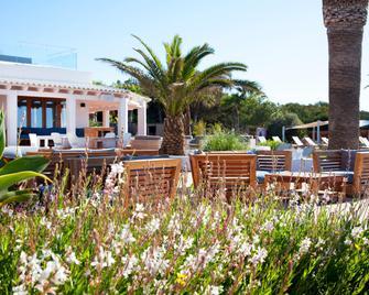 Gecko Hotel & Beach Club - Platja de Migjorn - Building