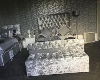 Crossroad Bungalow - Paisley - Bedroom