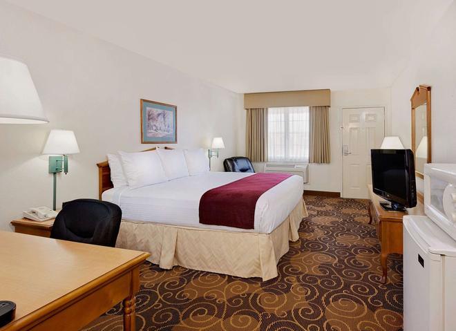 Days Inn by Wyndham San Angelo - San Angelo - Bedroom