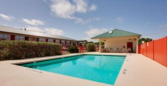 Days Inn by Wyndham San Angelo - San Angelo - Pool