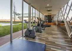 Comfort Hotel Central International Airport - Tokoname - Gym