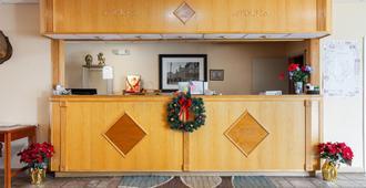 Travelers Place Inn & Suites - Scottsboro - Front desk